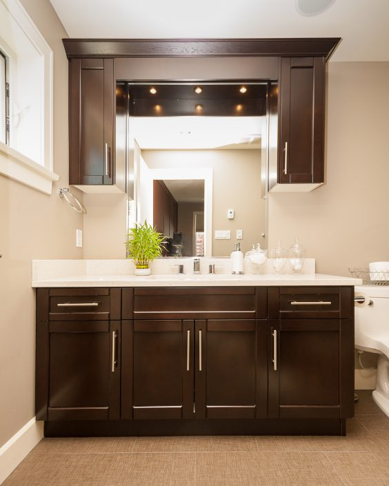 Washroom vanity with custom cabinetry