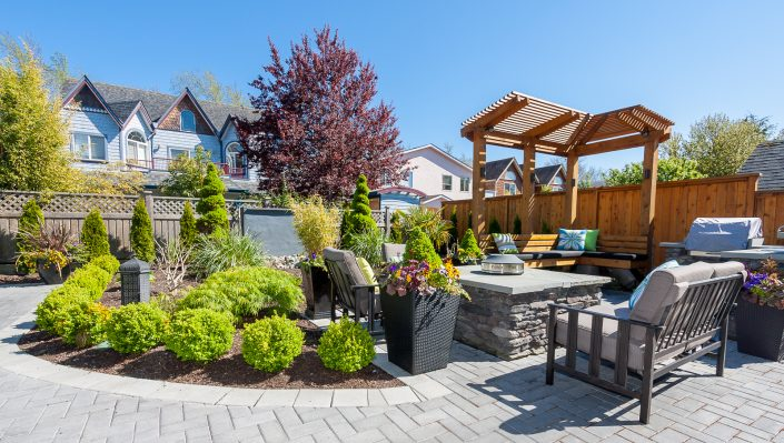 Custom landscaping for outdoor entertainment
